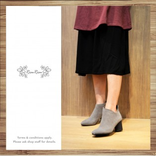 Empty open structure with leather pointed boots / RS3630A
