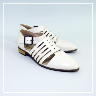 Buckle Flats / Pointed toe Leather Shoes / Handmade Shoes / White / RS5620A