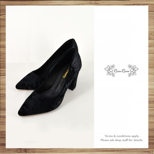 Classic Day / Retro pointed heels with deep black velvet  / RS7237C