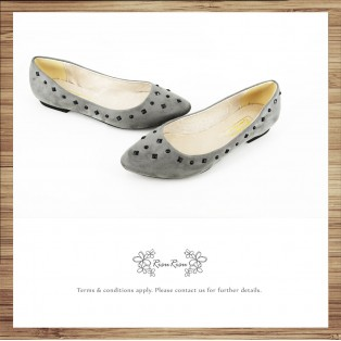 Studs Flat Pumps / Streamline pointed design / RS7730C